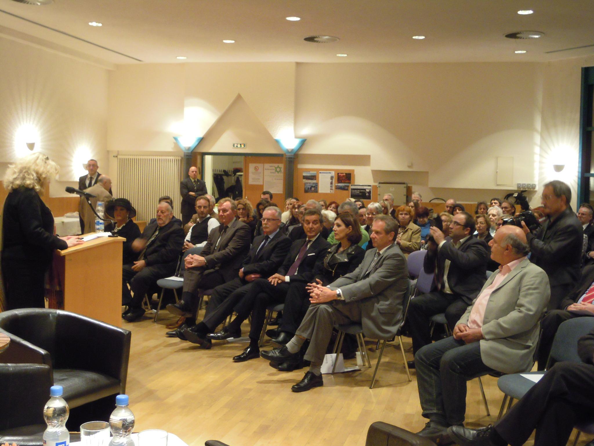 IRGW-Vorstandssprecherin Barbara Traub M.A. begrüßt die Gäste