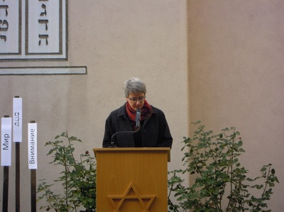 Staatsministerin Silke Krebs erinnert für das Land Baden-Württemberg an die Ereignisse der Reichspogromnacht vor 74 Jahren