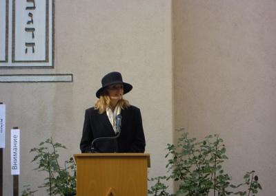 Bürgermeisterin Isabel Fezer spricht für die Landeshauptstadt Stuttgart zu den Anwesenden